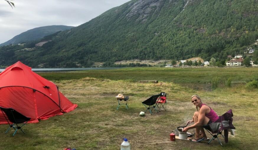 EN FORNØYD SILJE SANDMÆL: Ja, det er forbrukerøkonomen på Norges-ferie. - Vi hadde en større Norges-ferie for to år siden, men bruker også nærmiljøet aktivt, sier hun til KK.