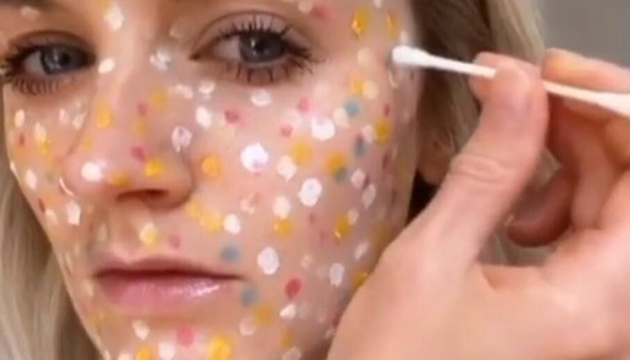 SMINKETRIKS: Nederlandske Hannah (bildet) er blant de mange makeupentusiastene som har kastet seg på en foundation-trend. Foto: Skjermdump fra Instagram