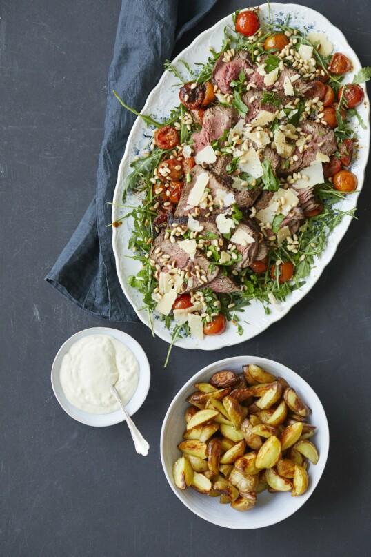 Denne salaten er en toskansk klassiker og fungerer som god og enkel gjestemat. FOTO: Winnie Methmann