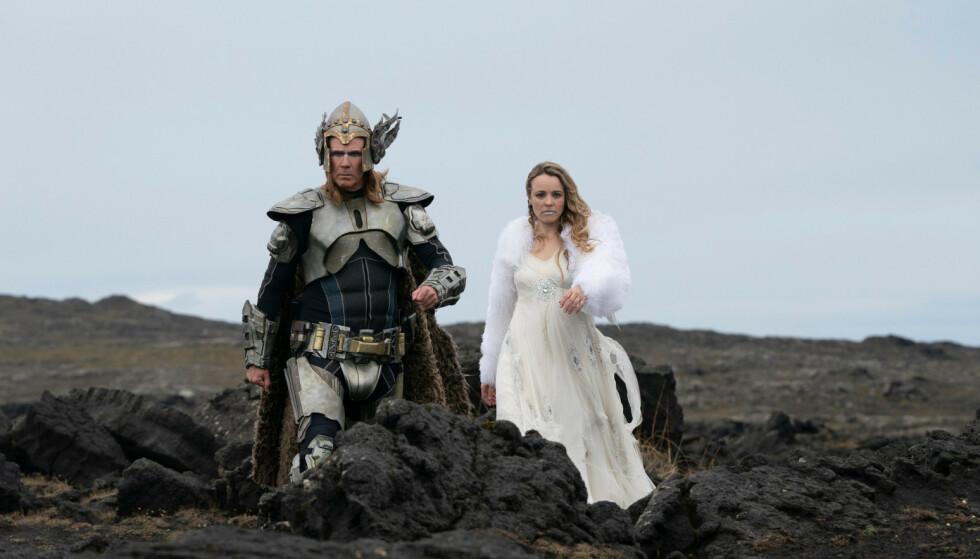 MORSOM DUO: Will Ferrell (t.v.) og Rachel McAdams (t.h.) er aktuelle i den nye Eurovision-filmen på Netflix. Foto: Skjermdump