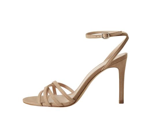 Høye  sandaler (kr 450,  Mango).