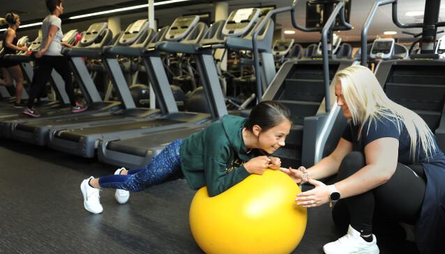 LEK: Lena forsikrer om at hun legger lek inn i treninga. FOTO: Marianne Otterdahl-Jensen