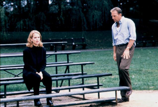 SKUESPILLERKOLLEGA: Her er Kelly avbildet sammen med skuespillerkollega Kevin Costner (65) fra filmen «For Love of the Game» i 1999. FOTO: NTB Scanpix