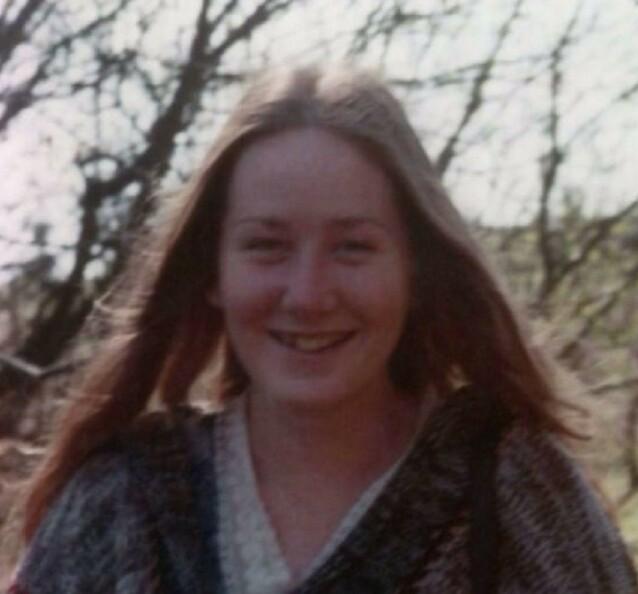 UUTHOLDELIG: Colleen Stan ble holdt i en kiste av kidnapperen sin. Om sommeren var forholdene spesielt brutale; i tillegg til de grove overgrepene som ventet når hun var ute av kisten, kunne det bli nærmere 40 varmegrader inne i kisten. FOTO: Twitter