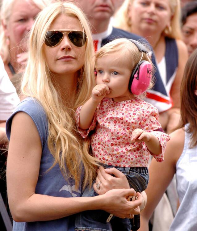 <strong>TIDLIG KRØKES:</strong> Gwyneth Paltrow og datteren Apple på Live8 Concert i Hyde Park i London i 2005. FOTO: NTB scanpix