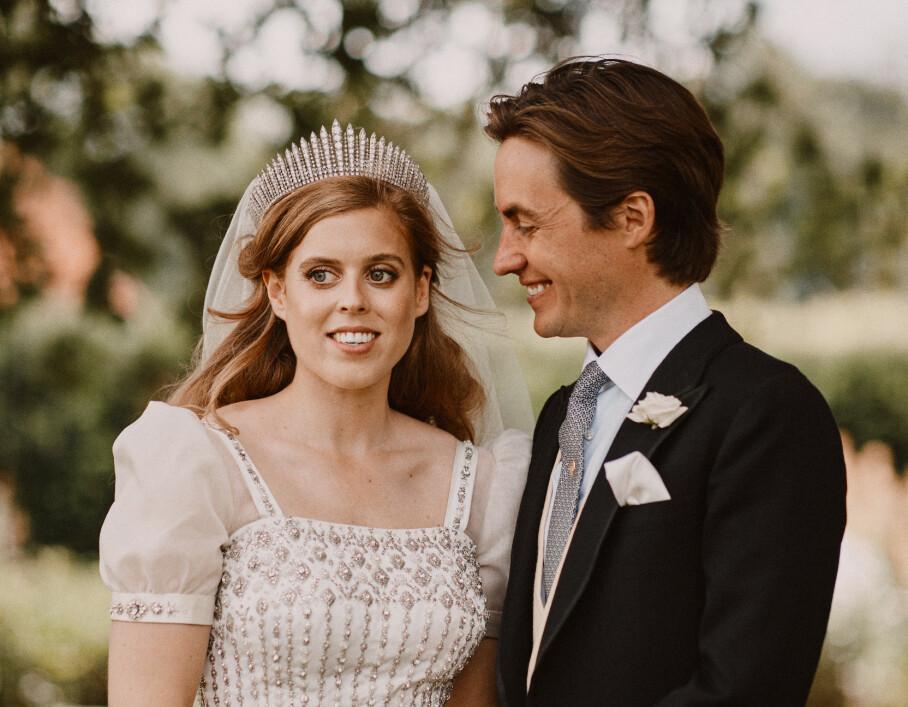 <strong>PRINSESSE BEATRICE:</strong> Den britiske prinsessen fikk sin Edoardo Mapelli Mozzi under en intim seremoni i All Saints-kapellet i Windsor Great Park i England. FOTO: Benjamin Wheeler / NTB scanpix