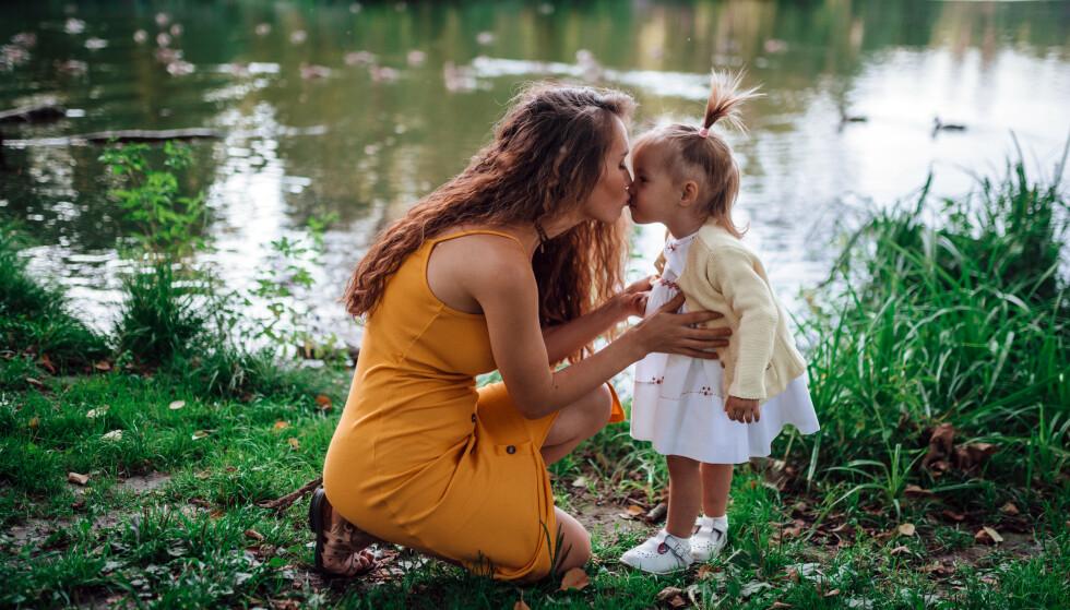 – Hvis et barn er vitne til at moren går rundt og sier til seg selv at hun er for tjukk, kan barnet tenke: «Hvis du er for tjukk, så er jeg også for tjukk», sier sosiolog Maia Norstved Skøtt, som har spesialisert seg på kropp og skam. FOTO: NTBScanpix