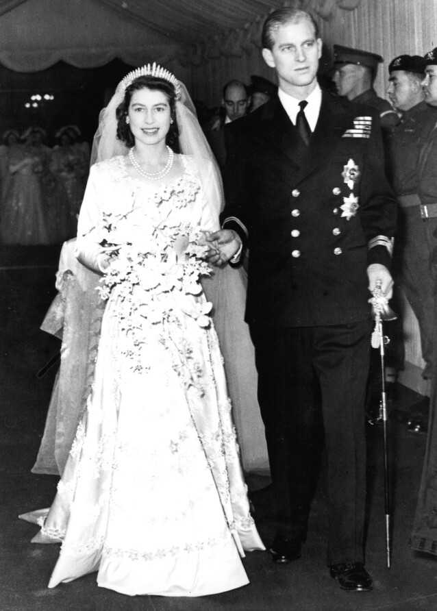 <strong>DEN GANG DA:</strong> Dronning Elizabeth II giftet seg med Philip Mountbatten i november 1947. Den samme tiaraen ble brukt av barnebarnet nesten 73 år senere. FOTO: NTB scanpix