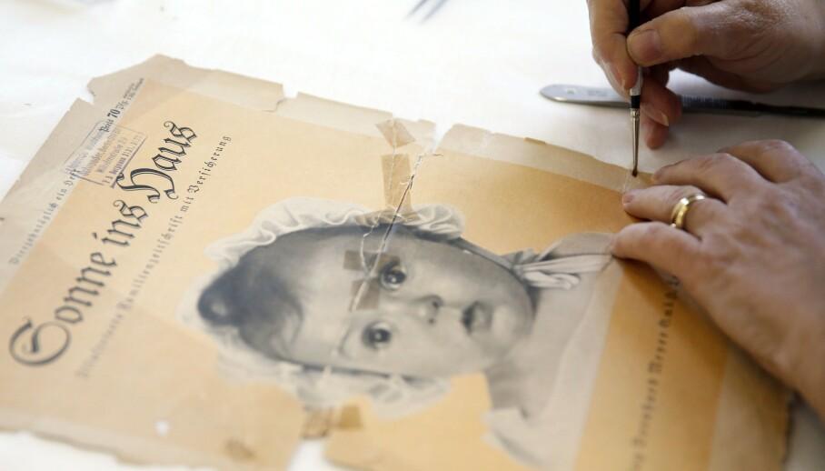 <strong>ANDRE VERDENSKRIG:</strong> I dag befinner en originalversjon av nazimagasinet Sonne ins Haus seg på Vashem Holocaust memorial museum i Israel. Det var den jødiske jenta Hessy Levinsons som ble plukket ut som «Den vakreste ariske babyen». FOTO: NTB scanpix