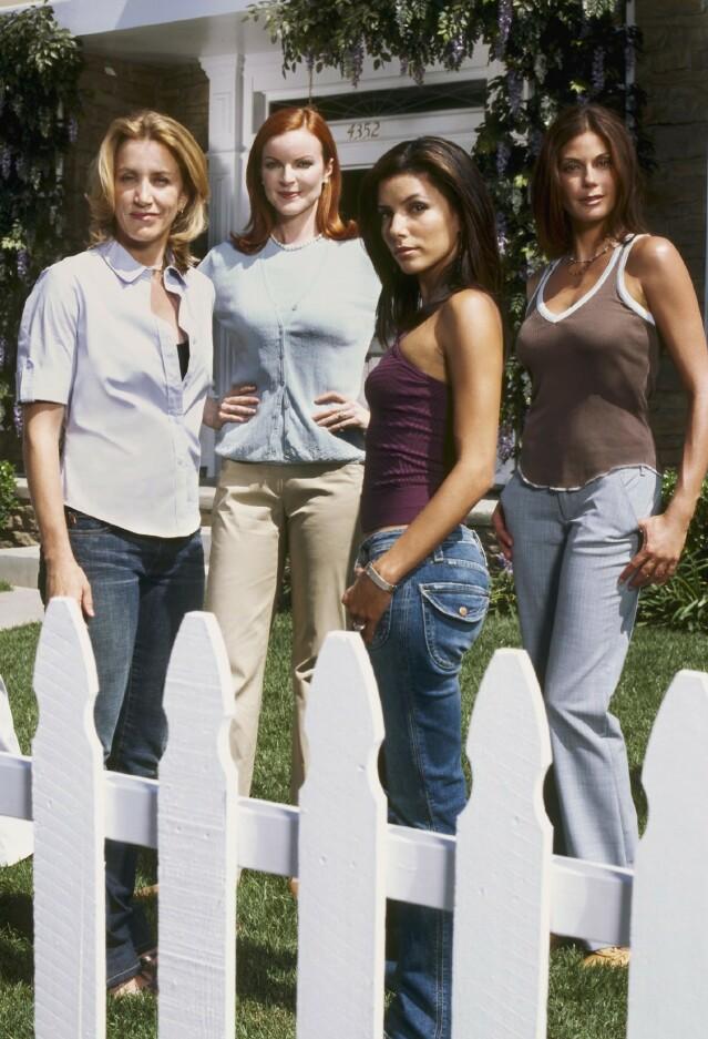 GJENGEN: Felicity Huffman som Lynette (f. v.), Marcia Cross som Bree, Eva Longoria som Gabrielle og Teri Hatcher som Susan. FOTO: Scanpix