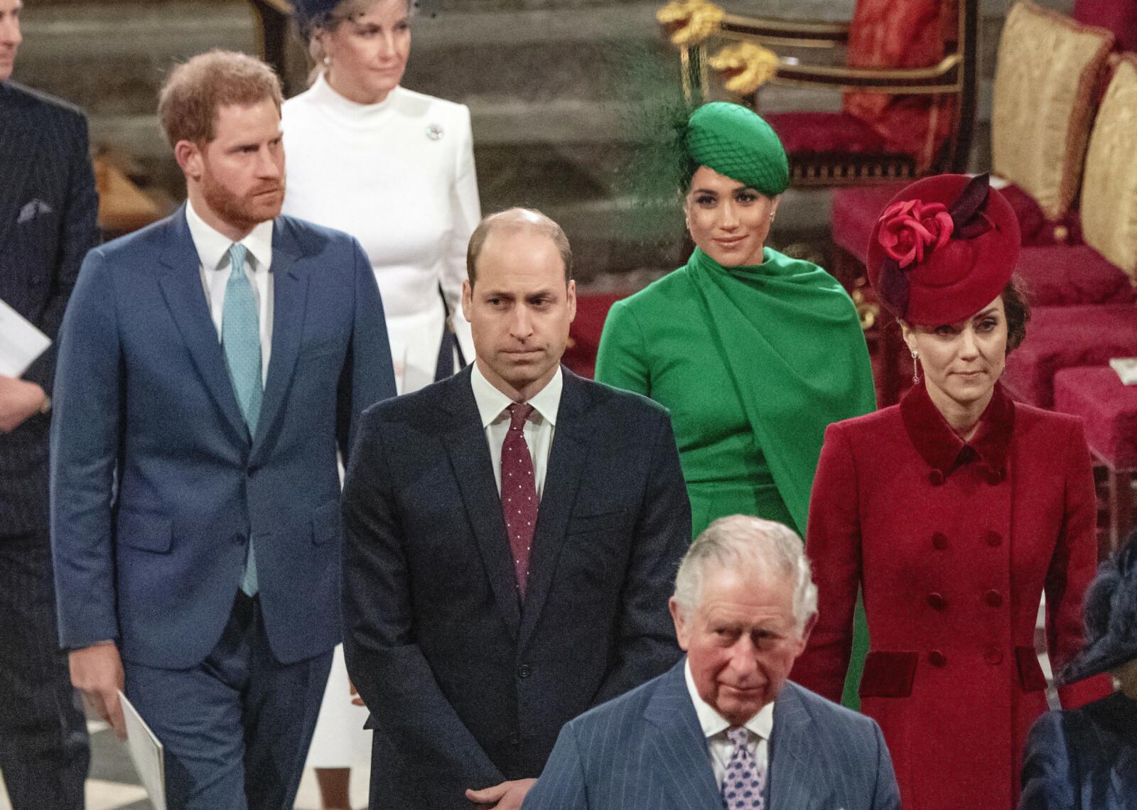 DET SISTE BILDET: I midten av mars deltok Meghan og Harry på det aller siste kongelige oppdraget for det britiske kongehuset, i forbindelse med den årlige Commonwealth Day Service i Westminster Abbey i London. I den ferske boken kommer det frem at hertuginne Kate gjorde alt for å holde avstand fra svigerinnen. FOTO: NTB scanpix