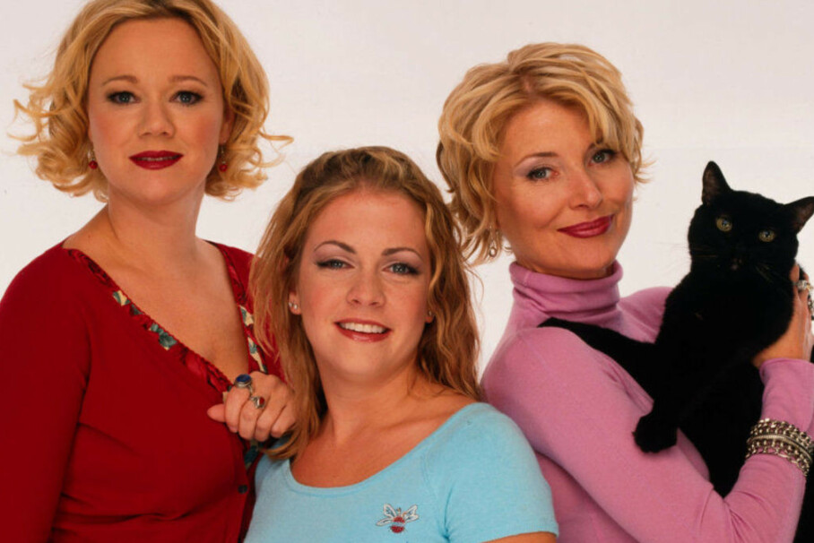 HOVEDROLLEINNHAVERE: Disse tre utgjorde kjernen i TV-serien om den unge heksen Sabrina Spellmann. FOTO: ABC