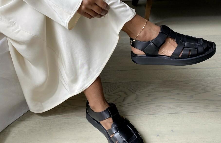 NY TREND? Denne sandalen er blitt en favoritt blant flere moteprofiler. Foto: Instagram @monikh