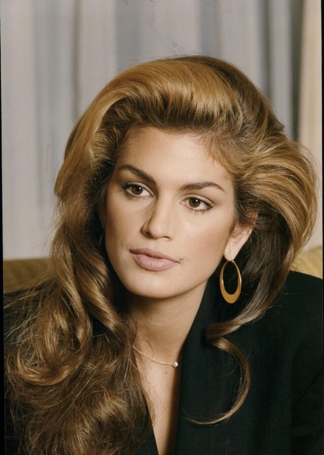 CINDY CRAWFORD: Fargene i supermodellens frisyre er ikke så ulike, så dette kan være en fin start for deg dersom du ønsker å teste ut trenden. Foto: NTB Scanpix
