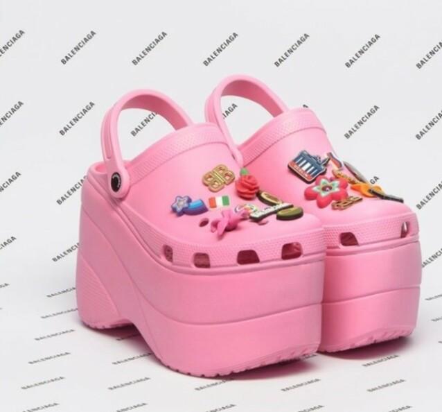 UTSOLGT: Skoene, som er et samarbeid mellom Balenciaga og Crocs, har en prislapp på over 6500 kroner og ble denne uken utsolgt før de kom i butikk. Foto: @balenciaga på Instagram