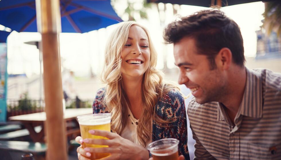 <strong>DATING:</strong> Det finnes mange metoder å gå frem på når man er på datingmarkedet, og mange går for den uoppnåelige versjonen av seg selv. Det kan slå begge veier. FOTO: NTB Scanpix