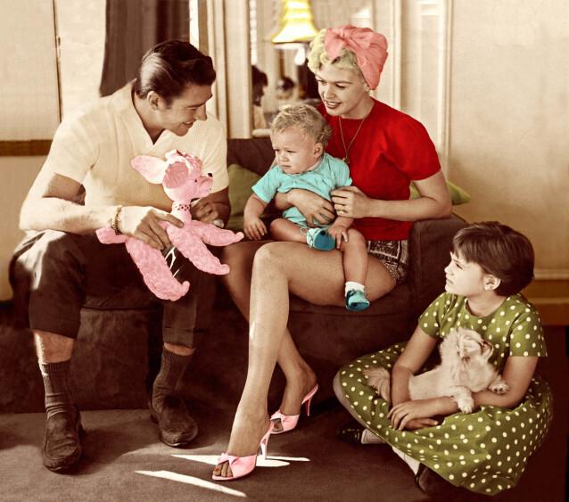 MORSROLLE: Skuespiller Jayne Mansfield fikk til sammen fem barn. Her med sin andre ektemann Mickey Hargitay, og to av barna. FOTO: NTB scanpix