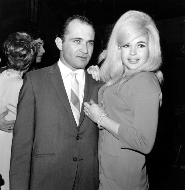 SKILSMISSEADVOKATEN: Jayne Mansfield hadde forelsket seg i sin egen skilsmisseadvokat Samuel Brody. Dette bildet er tatt fem måneder før den fatale ulykken i 1967. FOTO: NTB scanpix