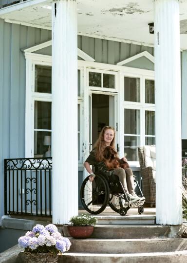 <strong>HJEMME:</strong> Vilde bruker manuell rullestol og har aktive dager. FOTO: Astrid Waller