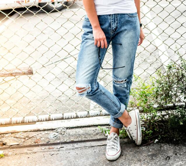 AVSLAPPA: Ikke trangt, rumpefiksert og avleggs. Det er jeansmoten som har regjert en god stund, men som 40+ gjengen ikke omfavner med det første. Foto: NTB Scanpix.