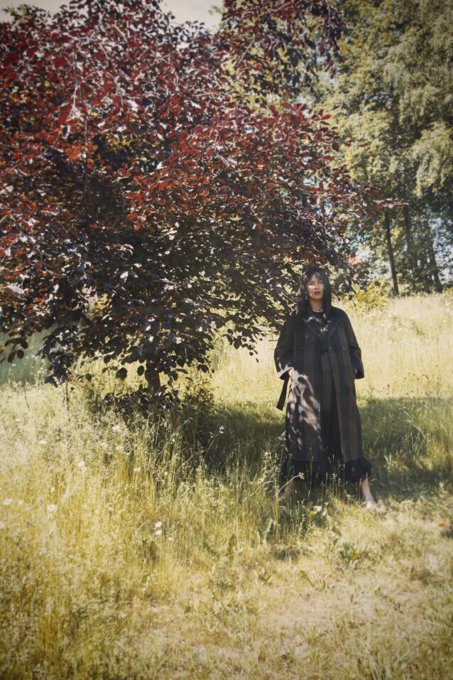Kåpe fra Ganni og kjole fra H&M. FOTO: Julie Pike