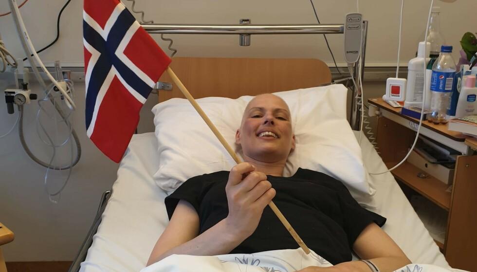 TRANSPLANTASJONSDAGEN: Den store dagen feires med flagg. - Vi transplanterte får en ekstra bursdag, sier Emthe. FOTO: Privat