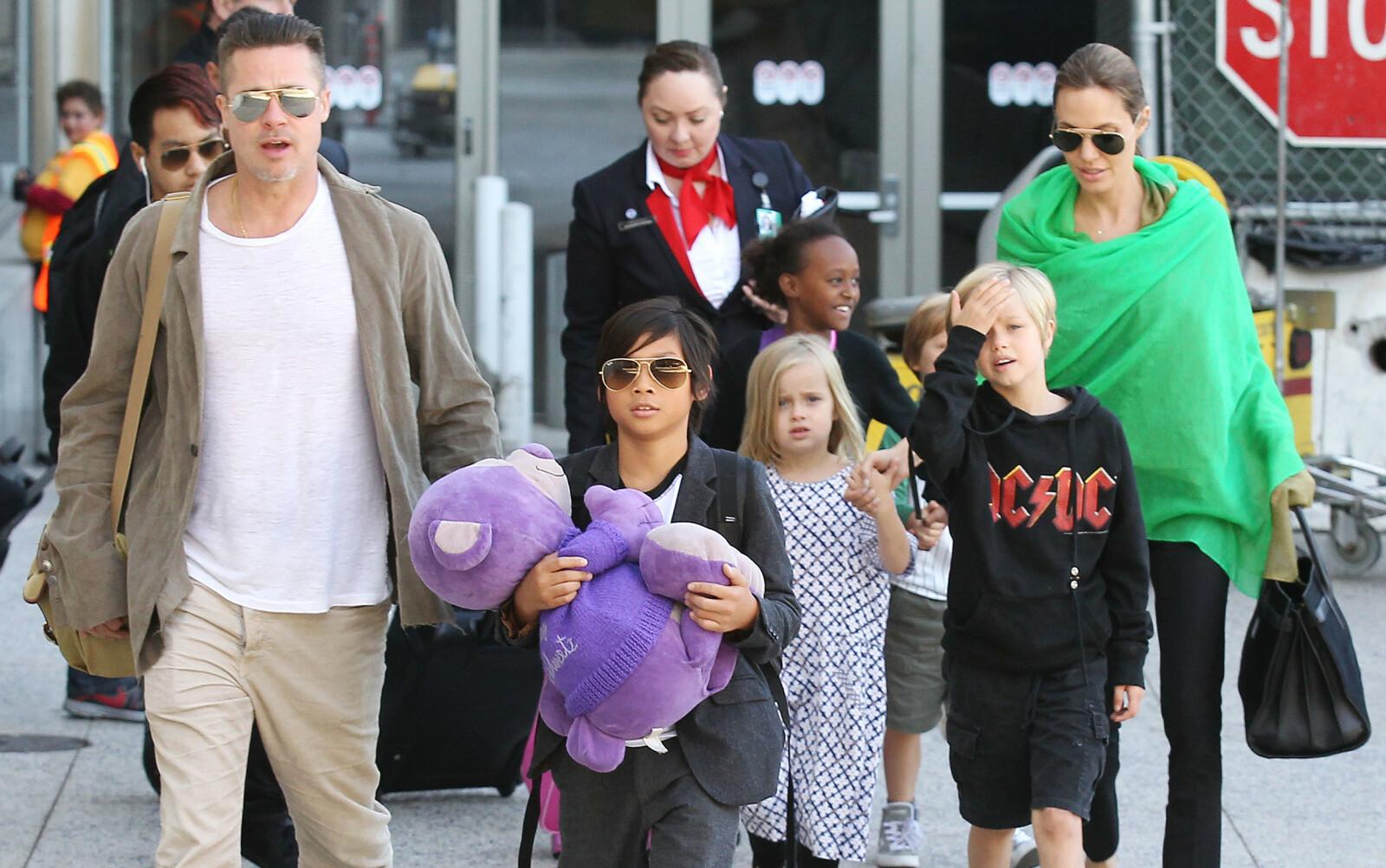 BARNEFLOKKEN: Brad Pitt og Angelina Jolie har barna Maddox, Shiloh, Pax, Knox, Vivienne og Zahara sammen. I dag krangler de om hvordan de skal fordele foreldreretten for barna etter skilsmissen i 2016. Dette bildet ble tatt i 2014. FOTO: NTB scanpix
