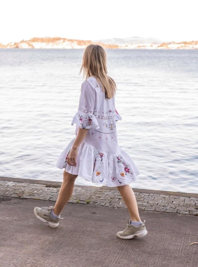 DUKFIN: - Jeg er ikke i tvil om at kjolen kommer til å bli brukt i mange år framover, sier Bergtun. Foto: : Joachim Steinbru