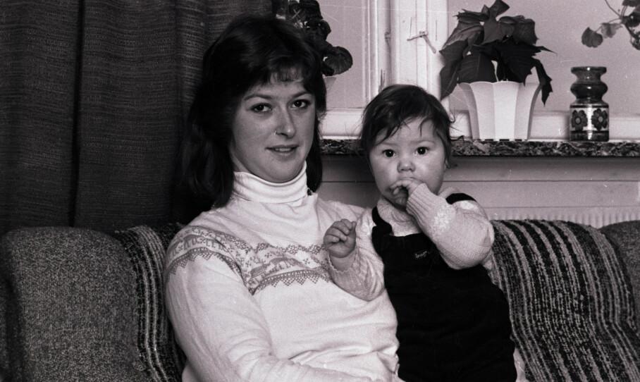 MARIANNE-SAKEN: Torunn Rugaas mistet sin kjære datter Marianne sensommeren 1981. Her er mor og yngstedatter Elsebeth fotografert året etter forsvinningen. FOTO: Privat
