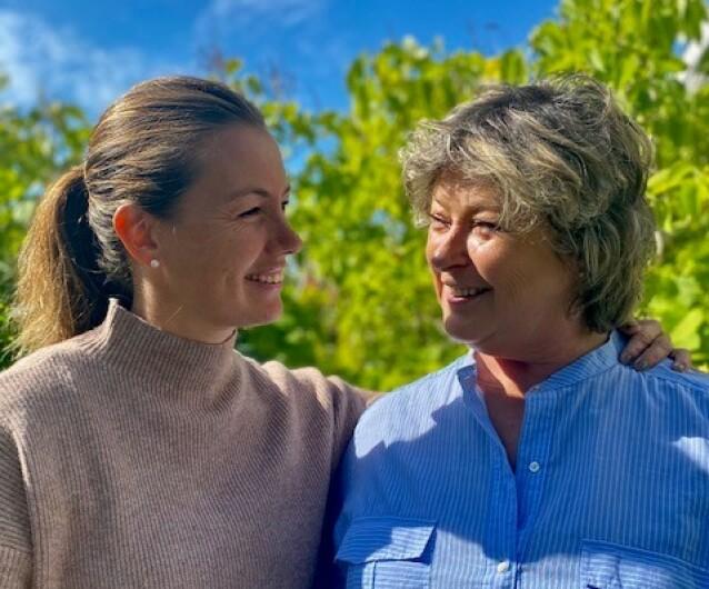 TETTE BÅND: Hendelsen har knyttet mamma Torunn og yngstedatteren Elsebeth ekstra tett sammen. FOTO: Privat