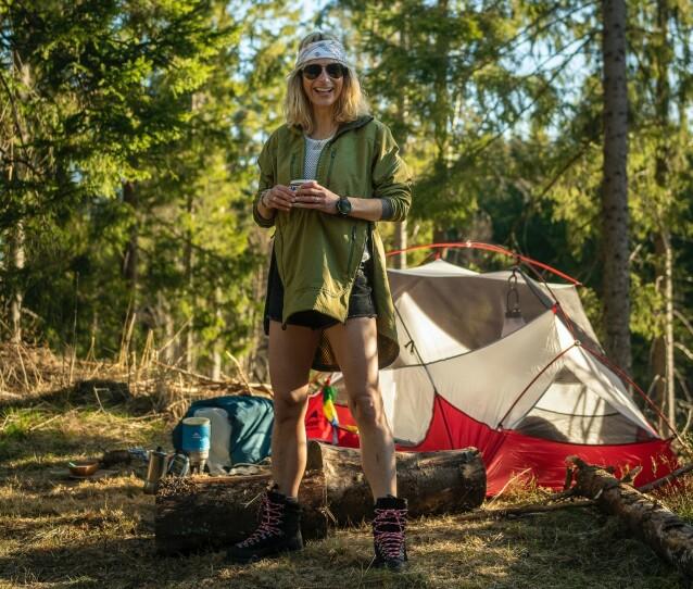 HISTORIEFORTELLING: Friluftsguru og eventyrer Elisa Røtterud lærer bort knepene sine og forteller historier fra uforglemmelige turer. FOTO: Vegard Breie