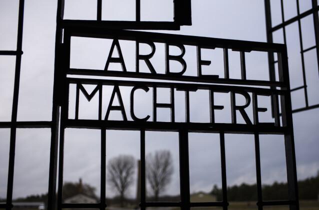 ARBEID GJØR FRI: Disse portene i den tyske konsentrasjonsleiren Sachsenhausen gikk nordmannen Torstein Axelsen gjennom i to år, fra 1943 til 1945. FOTO: NTB scanpix