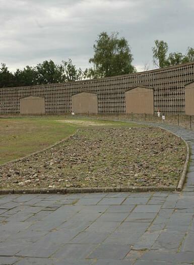 SKOMARSJEN: Deler av banen der fangene måtte prøvegå skoene. FOTO: Paalso Paal Sørensen 2008 / Wikipedia