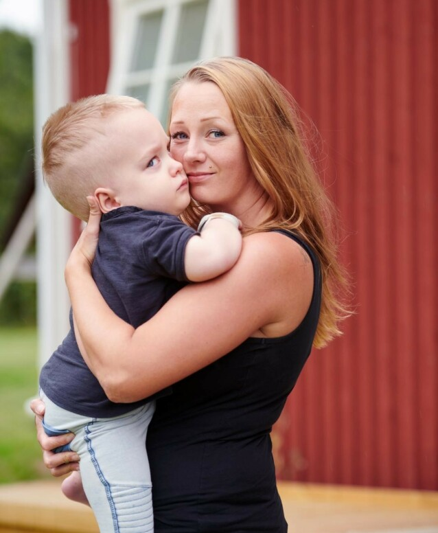 PROSESS: Malin forteller at hun jobber mye med seg selv for å bli kvitt skyldfølelsen over at sønnen ble smittet av herpes ved fødselen. FOTO: Tommy Hvitfeldt/Allas