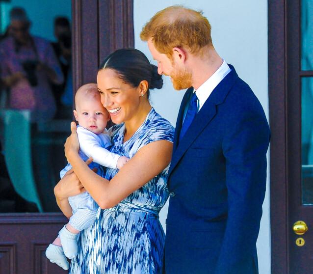 VERNER OM SØNNEN: Ekteparet Meghan og Harry ble foreldre til sønnen Archie Harrison Mountbatten-Windsor den 6. mai 2019. Her fra et besøk i Sør-Afrika senere samme høst. I dag bor familien på tre i USA, og har frivillig meldt seg ut av den britiske kongefamilien. FOTO: NTB scanpix