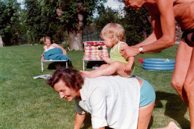 ELSKET: Bestemor og bestefar fikk Linda til å føle seg så elsket. Hvordan kunne det stemme alt dette andre som kom frem etterhvert? FOTO: Privat