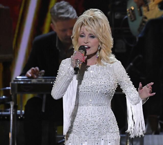 <strong>FJONG:</strong> Ikke lett å se at Dolly Parton vokste opp i en tømmerkoie. FOTO: NTBScanpix