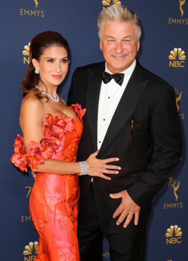 HOLLYWOOD: Ekteparet Hilaria Baldwin og Alec Baldwin er et av Hollywoods hotteste kjendisektepar. Her fra Emmy-utdelingen i september 2018. FOTO: NTB scanpix