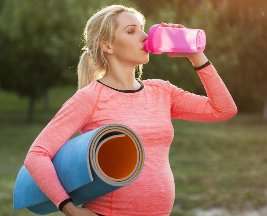 TRYGG TRENING UNDER SVANGERSKAPET: Norske helsemyndigheter anbefaler alle gravide å være i fysisk aktivitet under graviditeten. Men visse aktiviteter bør man være forsiktig med, eller unngå helt. Foto: NTB Scanpix