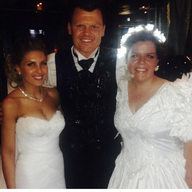 WEDDING CRASHER: – Kone tre og fire. Nei, da, jeg bare tuller, sier Else, som her er fotografert ved siden av John Arne Riise. FOTO: Privat