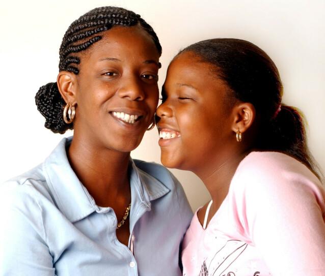 MOR OG DATTER: Noelle mistet moren sin i 2014, som følge av magekreft. Dette bildet ble tatt av mor og datter i 2011 - ti år etter terrorangrepet. FOTO: NTB scanpix