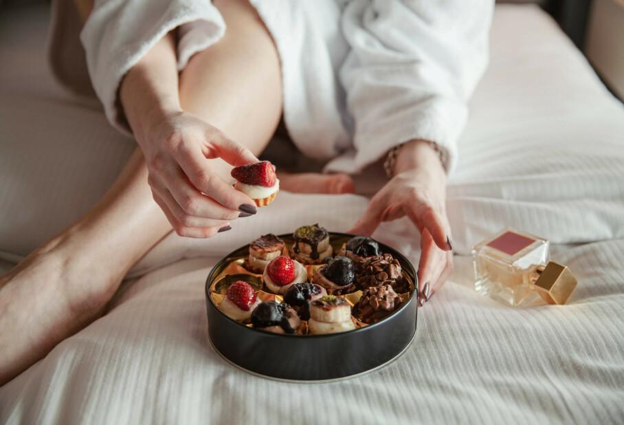 CRAVINGS: Det er helt normalt å ha mer lyst på søt og energitett mat fremfor mager og næringsrik når man er sulten - og nå vet vi hvorfor! FOTO: NTB Scanpix