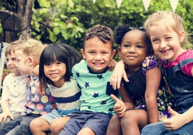RINGVIRKNINGER: Det at barn og unge som vokser opp nå ikke kan klemme og ha nærhet, mener sexolog Tone Haldorsen at kan få ringvirkninger i fremtiden. FOTO: NTB scanpix