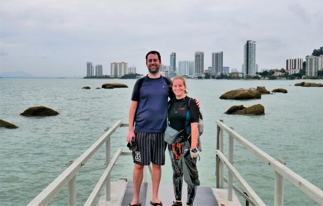 KORONAFAST: Iris og Jonas befinner seg for øyeblikket i Malaysia hvor de venter på at reiserestriksjonene skal oppheves. FOTO: Privat