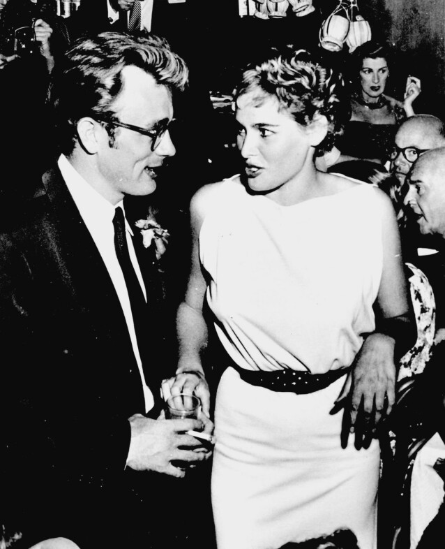 PENT PAR: James Dean og Urusla Andress på fest i Hollywood i 1955. FOTO: NTBScanpix.