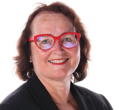 FOR LITE KUNNSKAP: Professor Eva Gerdts mener både leger og kvinner selv bør lære mer om hjerteinfarkt. FOTO: Privat