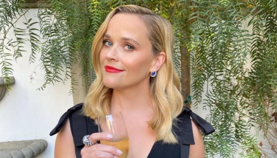 EMMY AWARDS 2020: Reese Witherspoon var blant stjernene som hadde tatt på seg finstasen til tross for at hun ikke fikk tatt turen til arrangementet. Foto: Skjermdump fra Instagram