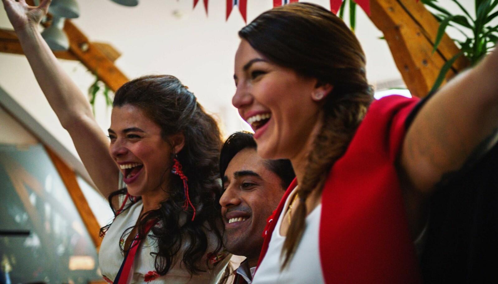 <strong>FLERKULTURELLE:</strong> Nasrin Khusrawi, Ravdeep Singh Bajwa og Selda Ekiz har de tre hovedrollene i NRK-serien Norsk-ish. FOTO: NRK