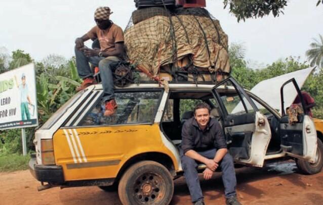 HUMANITÆRT ARBEID: Kenneth fotografert i grenseområdet mellom Sierra Leone og Liberia, under en reise med Making Change i 2011. FOTO: Privat