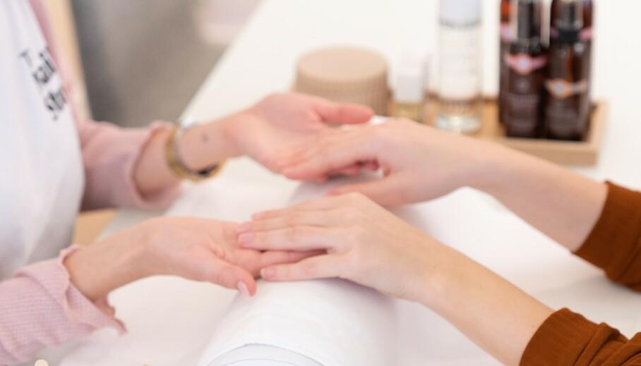 <strong>STELLE NEGLENE:</strong> Det er spesielt viktig å passe på hender og negler nå som kulda straks melder sin ankomst og vi bruker antibac mer enn noen gang. Foto. The Nail Studio
